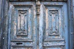 古老蓝色门从19世纪 库存照片