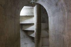 古老螺旋石楼梯 免版税库存照片