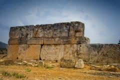 古老被破坏的大厦在希拉波利斯,土耳其 免版税图库摄影