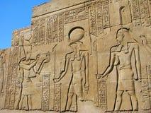 古老被雕刻的埃及象形文字石头 免版税库存照片