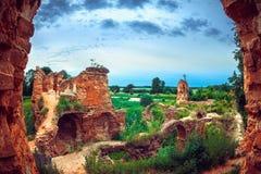 古老被破坏的城堡在Golshany,白俄罗斯村庄  免版税库存照片
