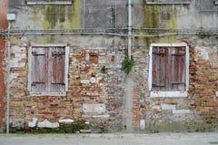 古老被破坏的墙壁 免版税库存照片