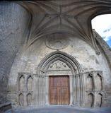 古老西班牙镇Sanguesa的著名教会 库存图片