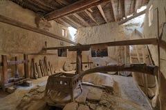 古老转台式面粉加工厂曾经由动物力量转动在圣保罗修道院带状闪长岩,埃及 免版税库存照片