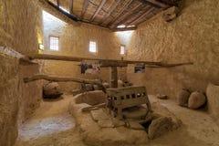 古老转台式面粉加工厂曾经由动物力量转动在圣保罗修道院带状闪长岩,埃及 图库摄影