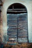 古老酿酒厂` s门在托斯卡纳7 库存照片