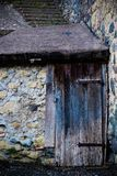 古老酿酒厂` s门在托斯卡纳22 库存图片