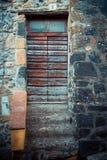 古老酿酒厂` s门在托斯卡纳27 免版税图库摄影