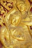古老金黄外墙装饰的细节在Wat Xieng皮带佛教寺庙的在琅勃拉邦,老挝 免版税库存图片