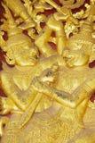 古老金黄外墙装饰的细节在Wat Xieng皮带佛教寺庙的在琅勃拉邦,老挝 库存图片