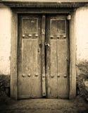 古老门的特写镜头图象 库存图片