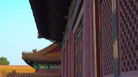 古老门的特写镜头射击在紫禁城的一个内在部分的-中国的皇帝古老宫殿  股票录像
