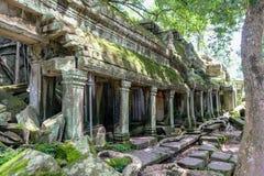 古老门细节在塔布茏寺吴哥窟柬埔寨的 免版税库存图片