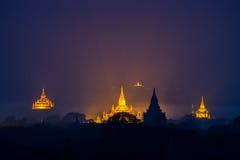 古老阿南达寺庙照明设备在微明的 库存图片