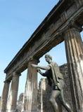 古老阿波罗古铜色市罗马雕象 库存图片