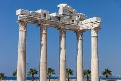古老阿波罗寺庙专栏在土耳其边 库存照片