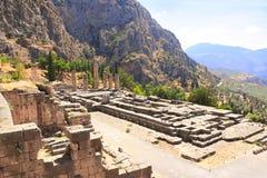 古老阿波罗教堂专栏和废墟在特尔斐,希腊 库存图片