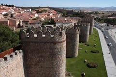古老阿维拉筑堡垒于的城镇 免版税库存照片