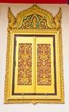 古老雕刻的门金黄木 免版税库存照片