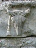 古老顶头黄牛雕塑石头 免版税图库摄影
