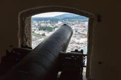 古老顶面枪有在萨尔茨堡的看法从堡垒Hohensalzburg 库存图片