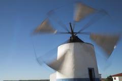 古老风车在Castro Verde,阿连特茹,葡萄牙 免版税库存照片