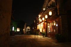 古老餐馆在晚上 免版税库存图片