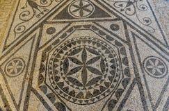 古老马赛克废墟在罗马别墅关闭在里桑, Monteneg 免版税库存图片