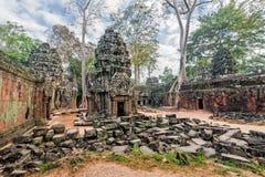 古老高棉建筑学 在吴哥,暹粒,柬埔寨的Ta Prohm寺庙 图库摄影