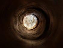 古老黑暗的埃及隧道 免版税库存照片