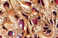 古老龙金黄雕象 库存照片