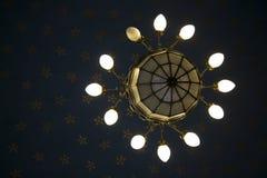 古老18世纪枝形吊灯 免版税库存照片