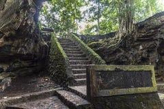 古老洞入口在印度尼西亚 免版税库存照片