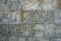 古老年迈的石头铺磁砖了纹理作为有拷贝空间的墙壁 免版税库存照片