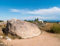 古老绘画,在岩石的刻在岩石上的文字在伊塞克湖附近, 库存照片