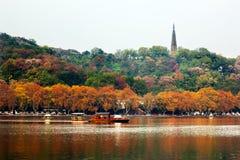 古老Baochu塔西湖反映杭州浙江池氏 库存照片