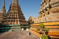 古老Chedi -形成stupa在佛教徒修道院里 库存照片