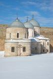 古老Nikolsky和Uspensky教会在晴朗的冬天下午关闭  堡垒ivangorod俄国 库存图片