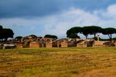 古老Ostia废墟和墙壁玩具照相机 库存图片