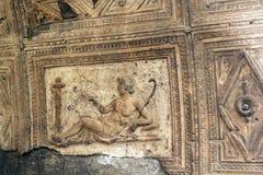 古老tilework雕刻赫库兰尼姆废墟,埃尔科拉诺意大利 图库摄影
