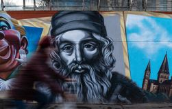 古腾堡街道画被绘的墙壁在美因法德国 免版税库存图片