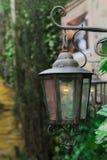 古色古香壁灯发光 图库摄影