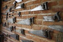 古色古香工具垂悬的汇集 免版税图库摄影