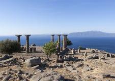 古色古香的专栏在离爱琴海的海岸的附近 troy 火鸡 免版税库存照片