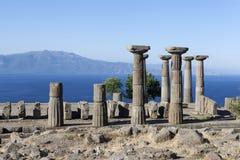 古色古香的专栏在离爱琴海的海岸的附近 troy 火鸡 免版税库存图片