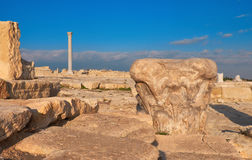 古色古香的专栏的资本在Kourion考古学站点的 库存图片