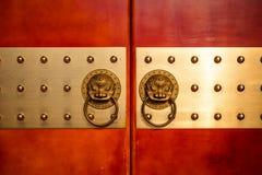 古色古香的东方通道门环 免版税库存照片