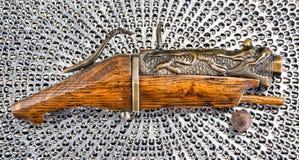 古色古香的中国火绳枪手枪 免版税库存照片