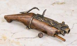 古色古香的中国火绳枪手枪 免版税图库摄影