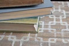 古色古香的书堆积了 库存图片